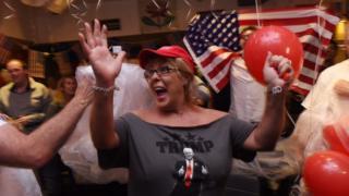 Сторонница Дональд Трампа празднует его победу в Сиднее