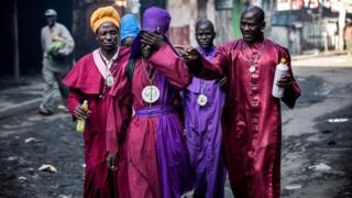 People wey dey go Legio Maria Church dey react as tear gas wey police use scatter I-no-gree-people for Mathare, Nairobi, Kenya enter dia eyes on Thursday 26 October 2017
