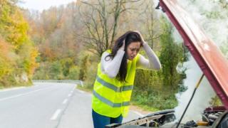 Mujer en la carretera