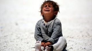 Suriye'de ağlayan çocuk