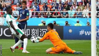 2-2で引き分けたセネガル戦、日本のGK川島永嗣はミスでFWサディオ・マネにゴールを献上した