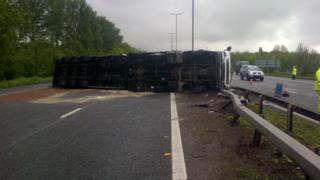 M4 lorry crash