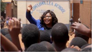 Bi Natasha Annie Tonthola, akielimisha umma nchini Malawi