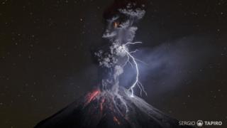 Foto del volcán de Colima de Sergio Tapiro