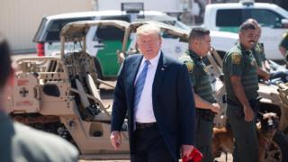 Trump visits US-Mexico border