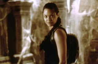 Angelina Jolie caracterizada como Lara Croft