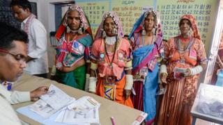 ဒီကနေ့ ကျင်းပတဲ့ အိန္ဒိယနိုင်ငံရဲ့ အထွေထွေရွေးကောက်ပွဲမှာ မဲထည့်ကြသူတွေ