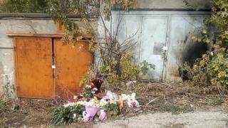 мемориал в честь убитой девочки