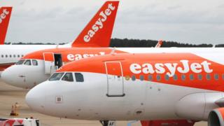 Easyjet planes  EasyJet warns of heavy losses and continuing flight cuts | Daily's Flash  114808790 easyjet  EasyJet warns of heavy losses and continuing flight cuts | Daily's Flash  114808790 easyjet