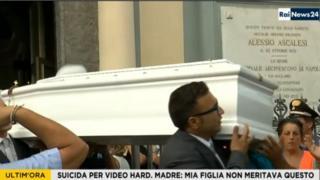 Imagens do enterro de Tiziana