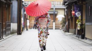 امرأة باللباس التقليدي في اليابان