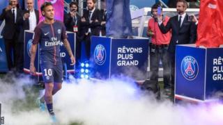Neymar ayaa dhaliilay guddiga maamula naadiga Barcelona