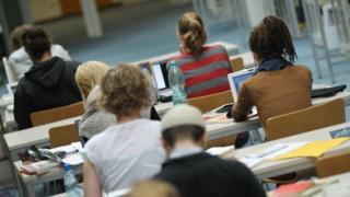 Studenti u biblioteci