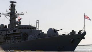 ناو دانکن و اچاماس مونتروز بریتانیا تا کنون ۴۷ کشتی تجاری را در تنگه هرمز اسکورت کردهاند