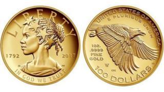 صورة لقطعة نقدية ذهبية أمريكية تحمل لأول مرة وجه سيدة سوداء في شكل سيدة الحرية
