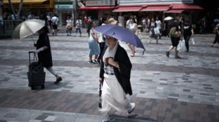 일본이 잇따른 폭염에 자연재해를 선언했다