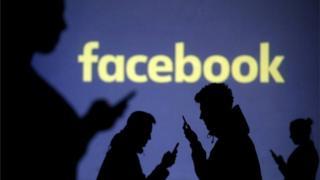 페이스북은 개인정보 노출이 의심되는 사용자들에게 페이스북 계정을 다시 로그인하도록 했다