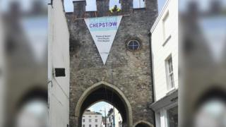 A plastic banner which reads 'plastic-free Chepstow'