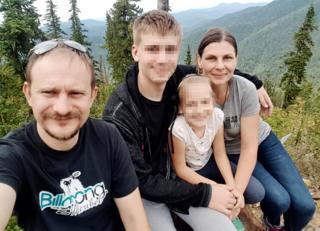 Dmitry Gorbunov con su familia.