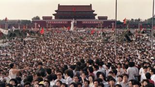 天安门广场上的学生(2/6/1989)