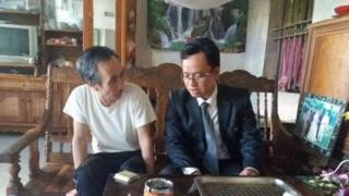 Ông Hàn Đức Long (trái) và luật sư Ngô Ngọc Trai tại nhà riêng hôm 21/12/2016