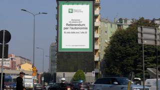 Letrero anunciando el referendo por la autonomía en Lombardía.