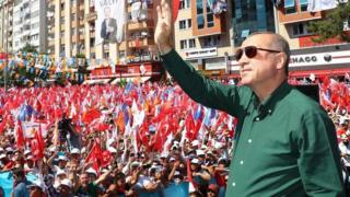 Prezida Erdogan yahamagaje amatora yihuta ngo agerageze kuguma ku butegetsi ariko gutsinda si ivyoroshe