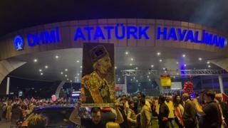 Anmaya katılanlardan biri Sultan Vahdettin portresi taşıdı.