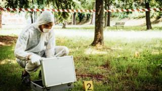 Investigación forense de la escena de un crimen