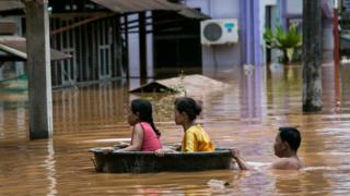 ရေးမြို့မှာ နှစ်ပေါင်း၃၀ အတွင်းအဆိုးဆုံး ရေဘေးဒဏ်ကို ရင်ဆိုင်နေရ