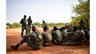 Il aura la lourde tâche de conduire la traque que le Burkina, la Mauritanie, le Niger, le Tchad et le Mali compte organiser contre les terroristes et les trafiquants en tout genre dans la région sahélienne.