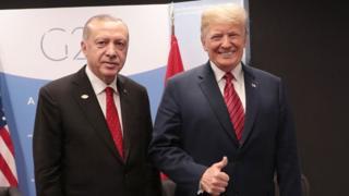Trump ve Erdoğan yan yana ayakta