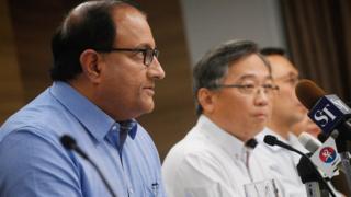 Menteri Komunikasi dan Informasi S Iswaran (kiri) dan Menteri Kesehatan Gan Kim Yong (kanan)