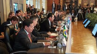 Vice-presidente Hamilton Mourão durante o encontro do Grupo de Lima em Bogotá, em 25 de fevereiro de 2019