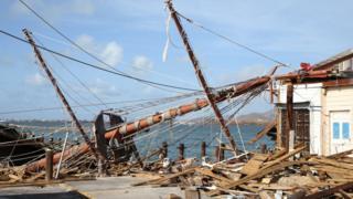 Una embarcación destrozada en Sint Maarten.