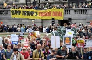 Trafalgar skver - protesti protiv Trampa.