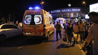 Скорая помощь у аэропорта Стамбула