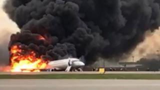 """الطائرة """"ضربتها صاعقة"""" بعد إقلاعها"""
