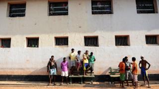 Colombo jail inmates - file pic