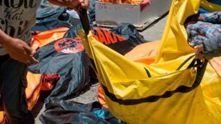 В городе Палу тела погибших доставляют в мор военного госпиталя