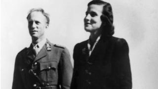 El rey Leopoldo III de Bélgica con la princesa Lilian en Suiza en 1945.