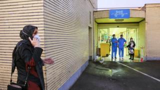 د دې ویروس له امله ان د رسمي حکومتي شمېرو له مخې ایران له چین څخه بهر هم د تلفاتو لویه کچه درلوده