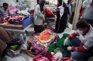 Hospital en Irán atiende las víctimas del terremoto