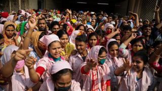 গত কয়েকদিন ধরে মজুরি সংশোধনের দাবিতে বিক্ষোভ করেছেন পোশাক কারখানার শ্রমিকরা
