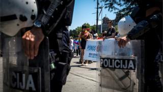 Policija i pripadnici LGBT zajendice na ulicama Beograda