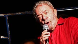 Condenado em segunda instância por corrupção e lavagem de dinheiro, o ex-presidente cumpre pena em Curitiba