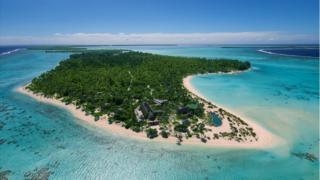 Imagem mostra visão geral da ilha que abriga o resort de luxo The Brando
