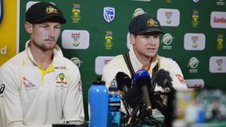 24 سالہ کیمرون آسٹریلوی ٹیم کے نوجوان ترین کھلاڑی ہیں۔ ان کے خلاف میچ ریفری نے گیند کی حالت تبدیل کرنے کا چارج لگایا ہے اور جرمانہ کیا ہے۔