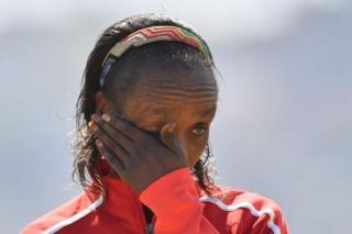 IAAF ivuga ko amaraso ya Jemima Sumgong yatowemwo umuti EPO wongereza inguvu
