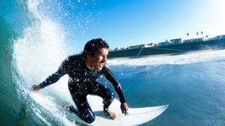 Surfista em uma onda